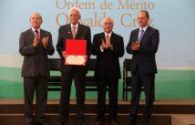 Prof Belfort recebe medalha Oswaldo Cruz do Presidente Temer